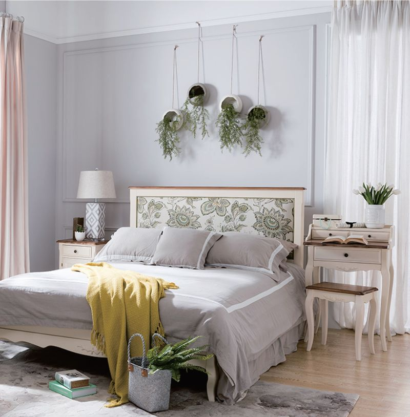Кровать двуспальная бежевая Leontina 194*212 GW12L
