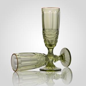 Набор зеленых стеклянных бокалов для шампанского