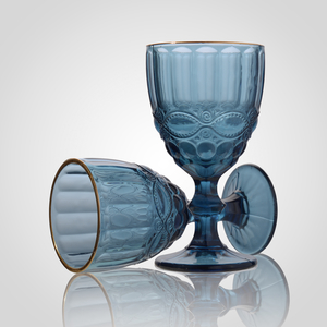 Набор синих стеклянных бокалов для вина с золотистой каймой