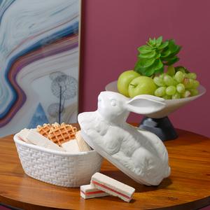 Белая Керамическая Шкатулка с Крышкой-Кроликом