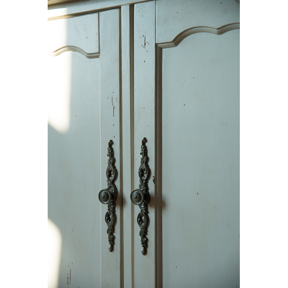 Буфет Leontina с дверками, бежевый